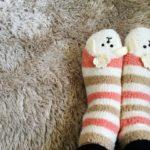 寝るときに足が冷たい…原因は?改善方法は温めるより○○すること